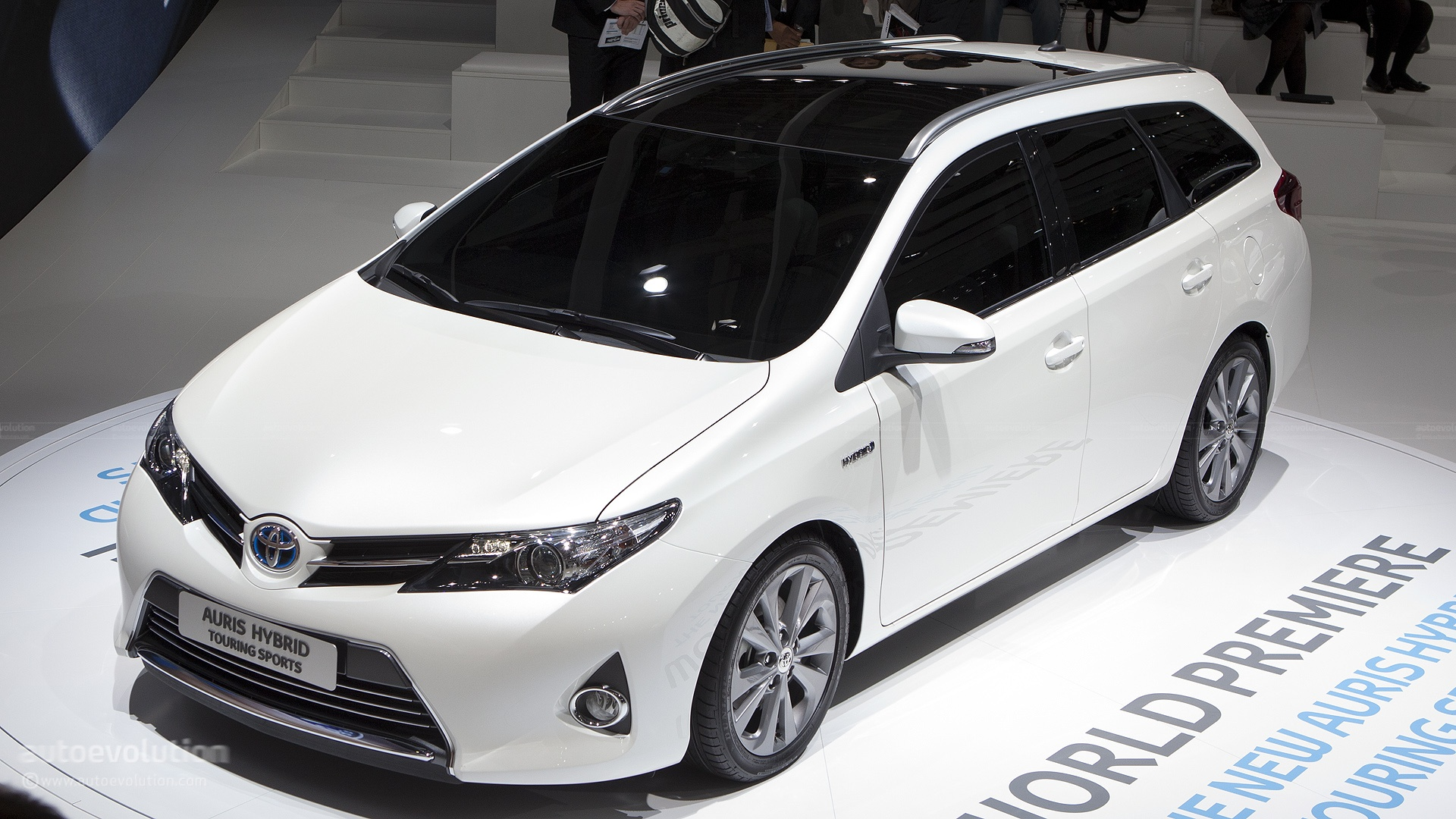 paris 2012 toyota auris touring sports live photos autoevolution. Black Bedroom Furniture Sets. Home Design Ideas