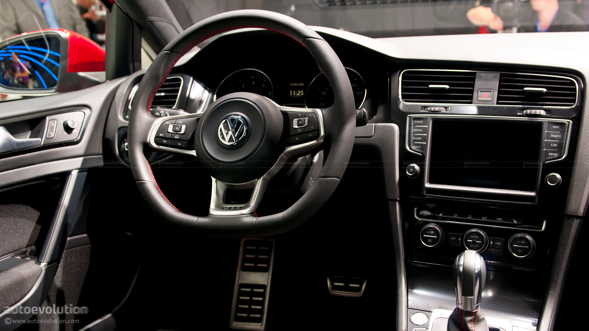 Paris 2012: Volkswagen Golf VII GTI Concept [Live Photos] - autoevolution