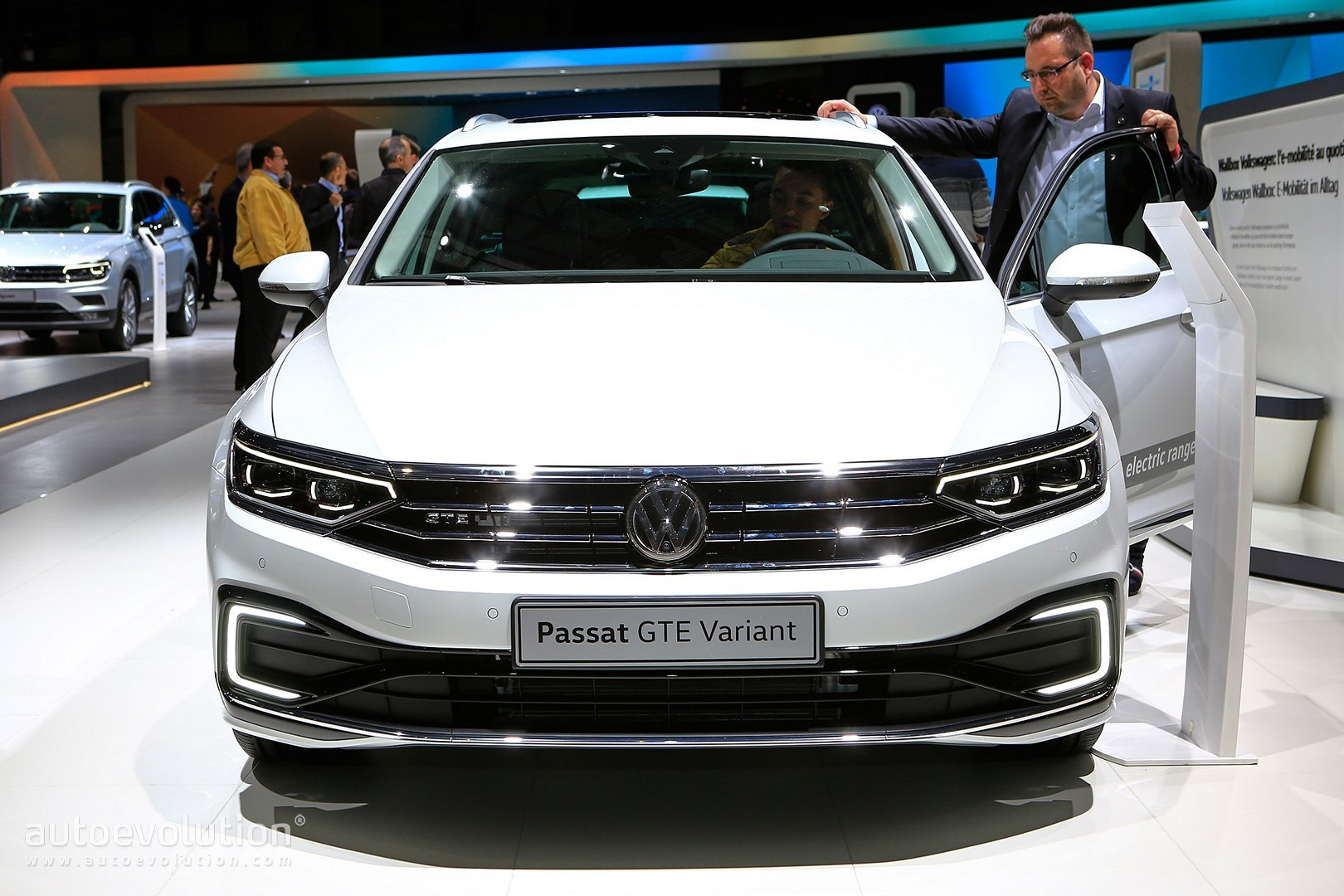 2020 VW Passat Facelift Is All About Details and Tech in ...