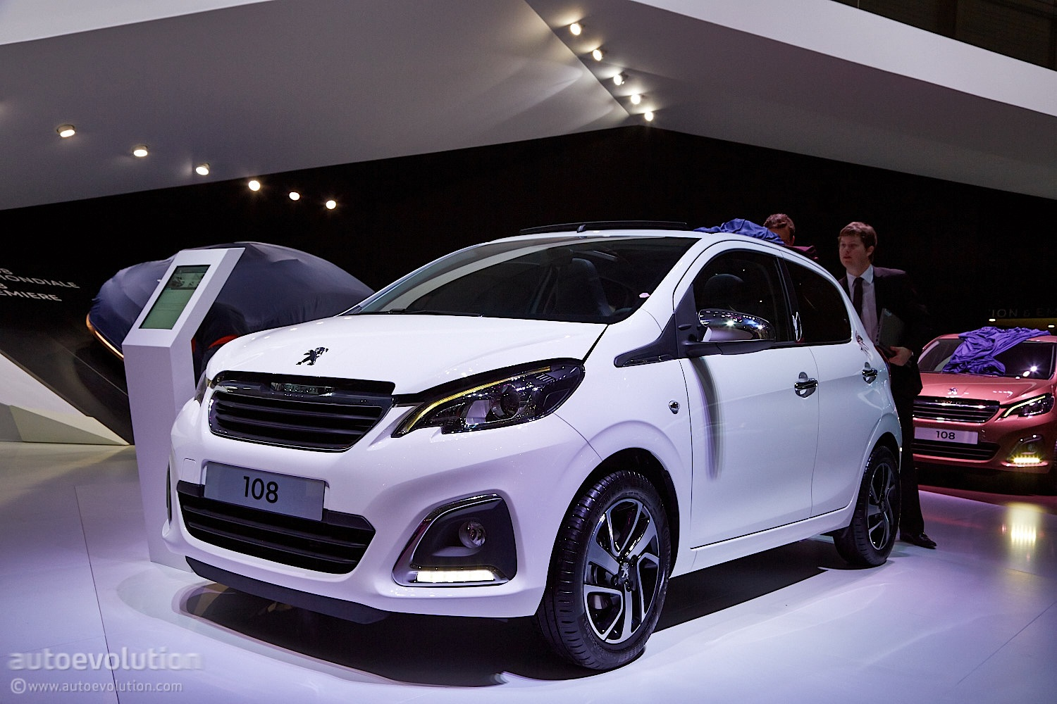 Jeep Suv 2015 >> Peugeot 108 Looks Like a Bigger Minicar with Premium ...