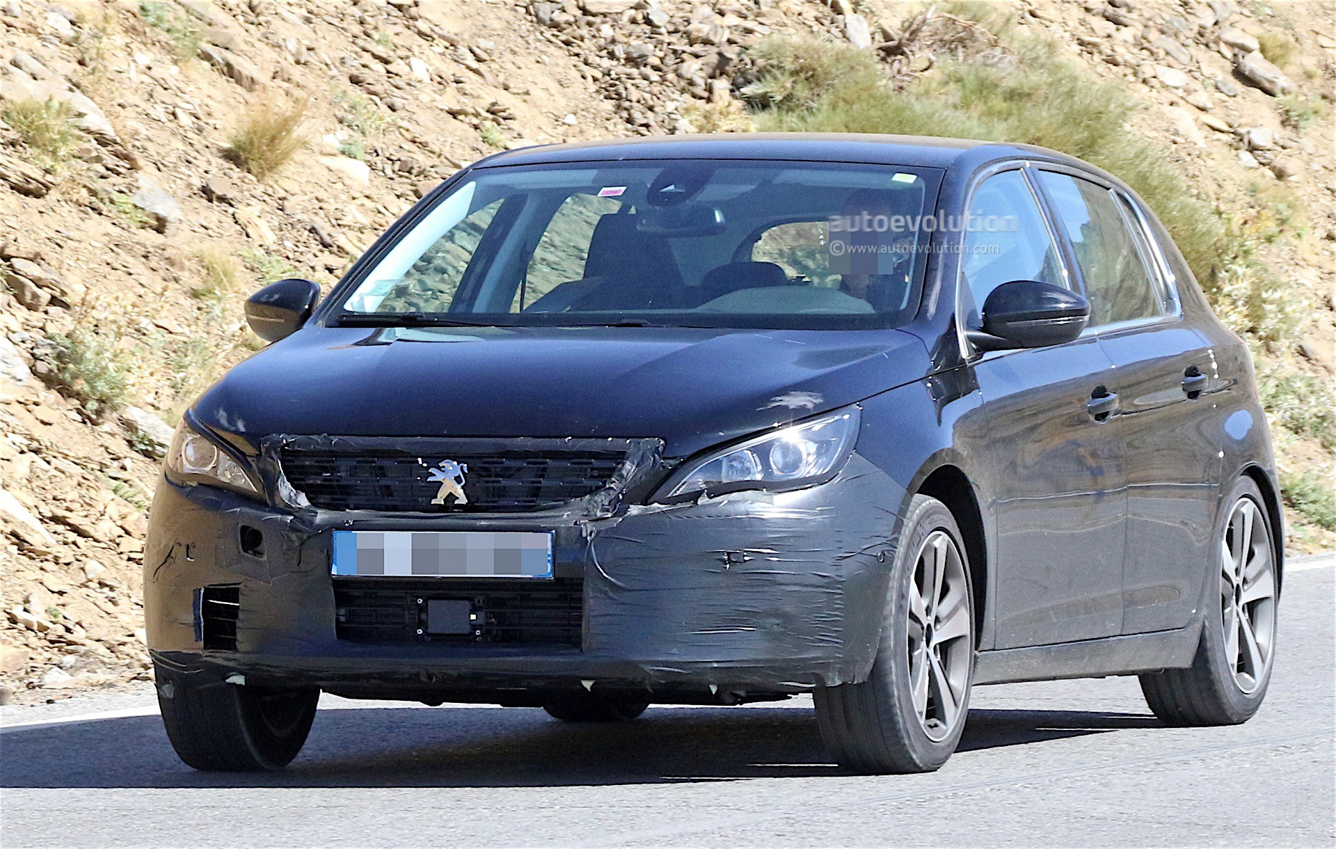 peugeot 308 facelift spied with little camouflage expect. Black Bedroom Furniture Sets. Home Design Ideas