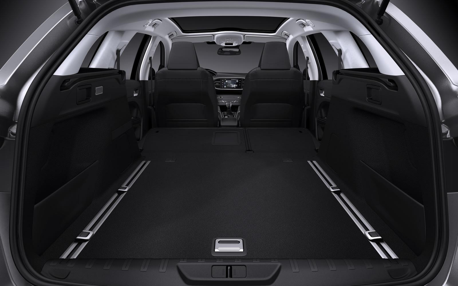 Peugeot 308 sw revealed with 610 liters of cargo space for Interieur 308 allure