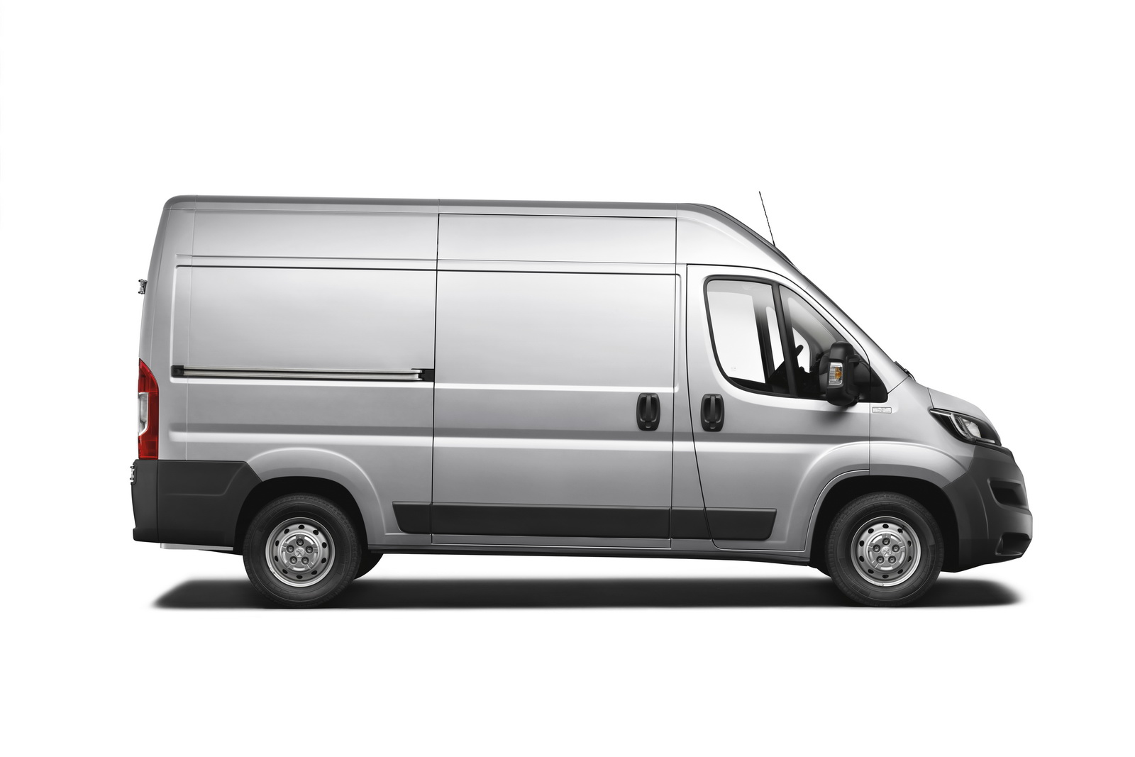 peugeot boxer van gets nip and tuck job autoevolution. Black Bedroom Furniture Sets. Home Design Ideas