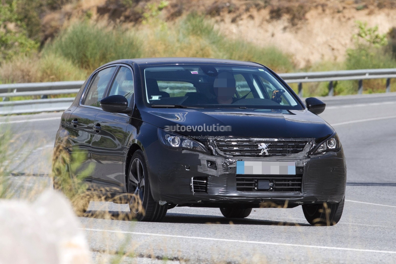 2017 - [Peugeot] 308 II Restylée - Page 11 Peugeot-prepares-to-facelift-308-model-lineup-for-2017_1