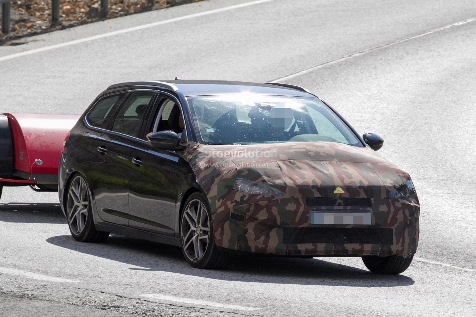 2017 - [Peugeot] 308 II Restylée - Page 11 Peugeot-prepares-to-facelift-308-model-lineup-for-2017_14