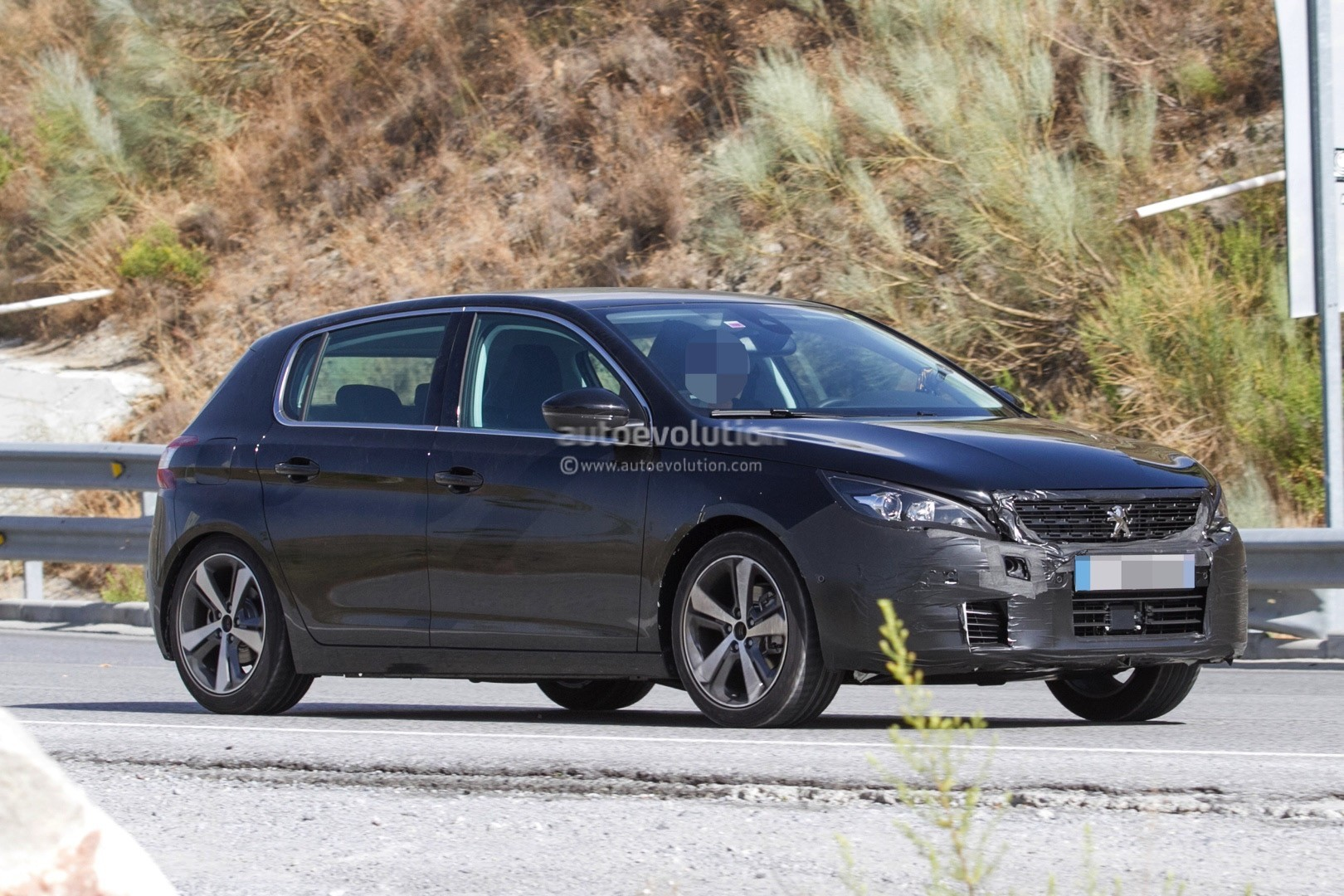 2017 - [Peugeot] 308 II Restylée - Page 11 Peugeot-prepares-to-facelift-308-model-lineup-for-2017_3