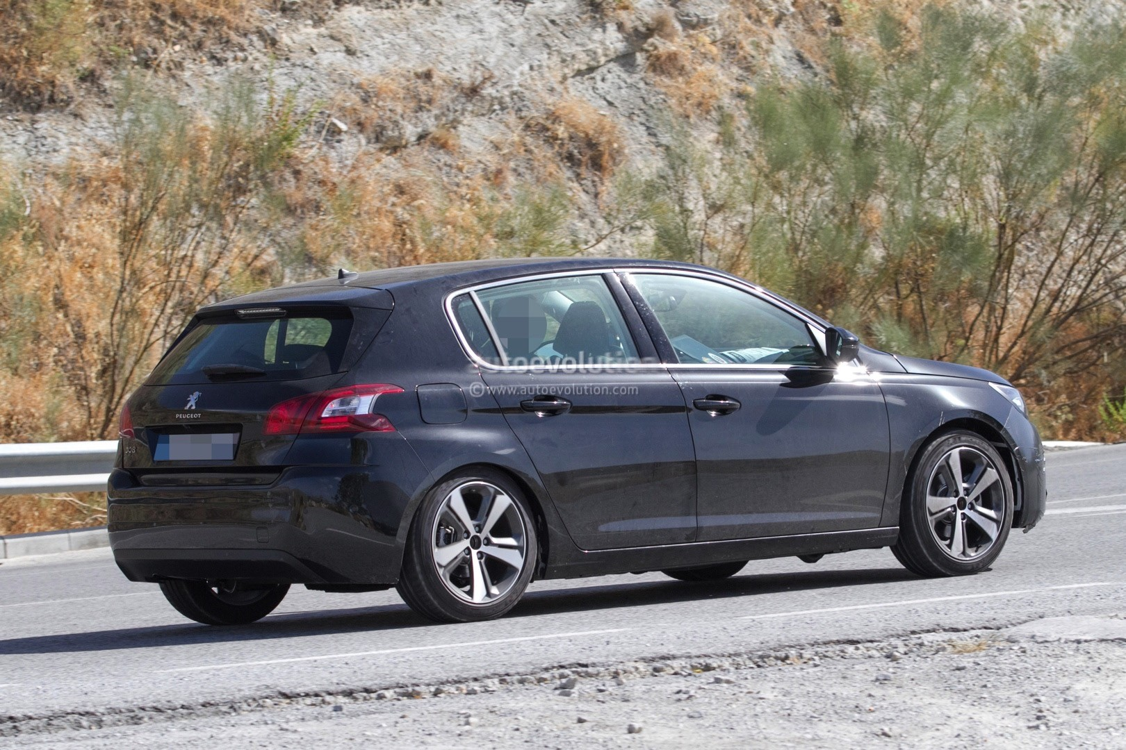 2017 - [Peugeot] 308 II Restylée - Page 11 Peugeot-prepares-to-facelift-308-model-lineup-for-2017_5