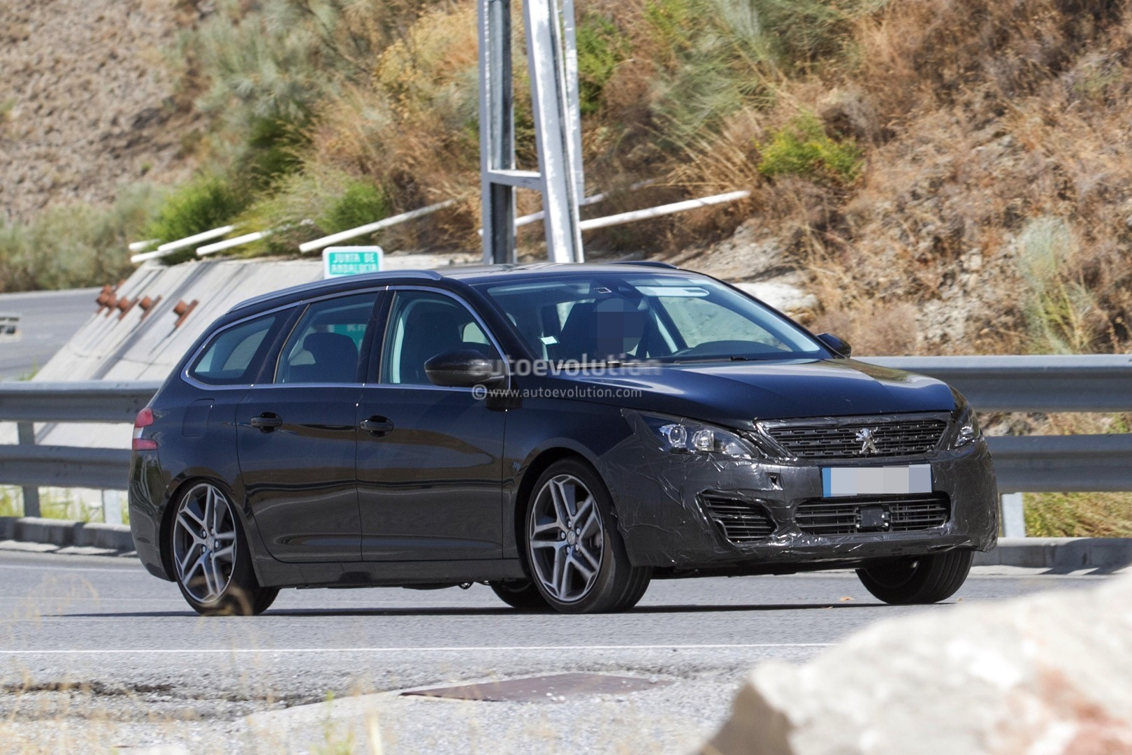 2017 - [Peugeot] 308 II Restylée - Page 11 Peugeot-prepares-to-facelift-308-model-lineup-for-2017_6