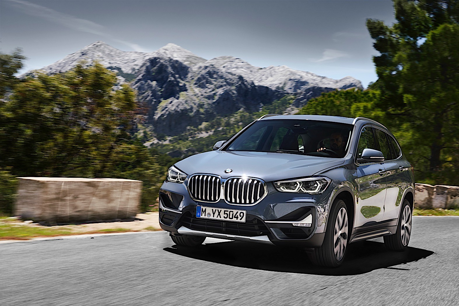 Photo Comparison: 2020 BMW X1 vs. 2016 BMW X1 - autoevolution