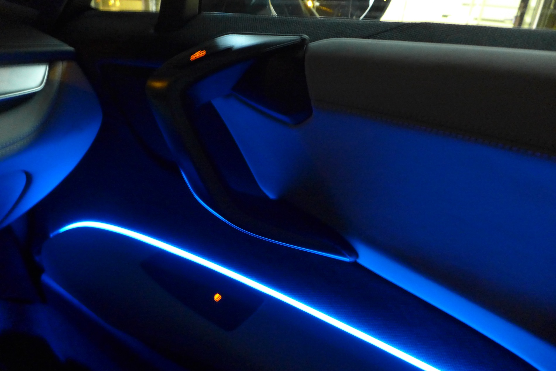 photo gallery bmw i8 interior at night autoevolution. Black Bedroom Furniture Sets. Home Design Ideas