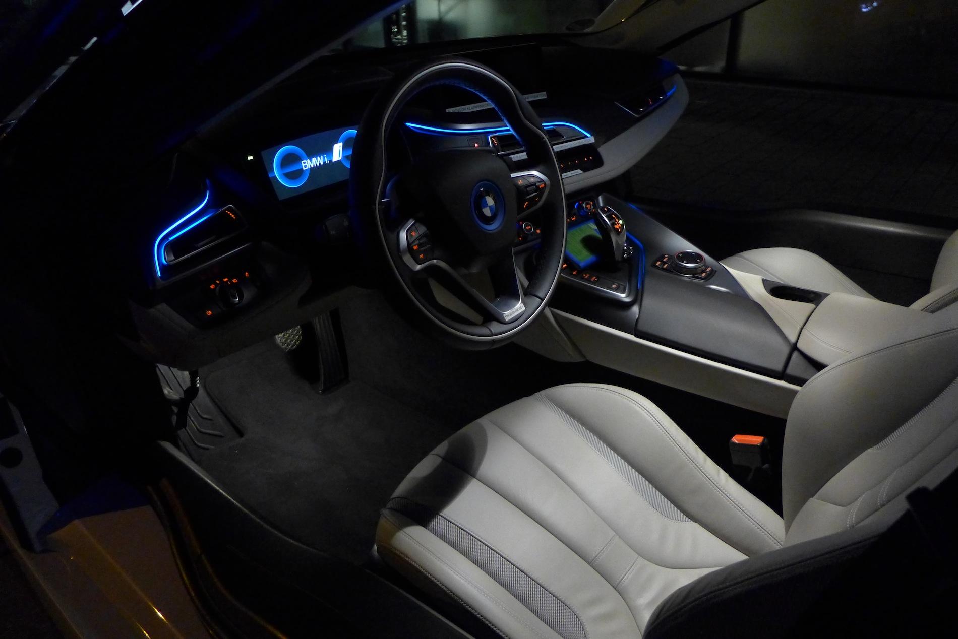 Photo Gallery: BMW i8 Interior at Night - autoevolution