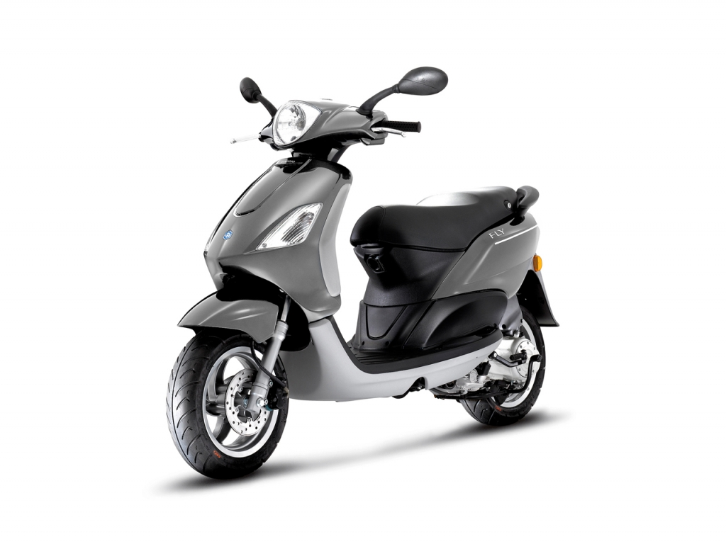 piaggio fly 50 4v the agile affordable scooter. Black Bedroom Furniture Sets. Home Design Ideas