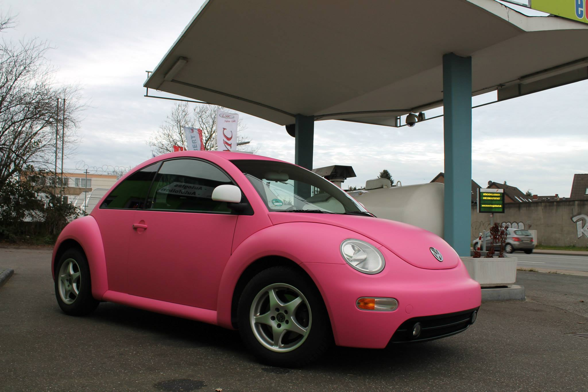 Pink Vw Beetle A Joyful Cliche Autoevolution