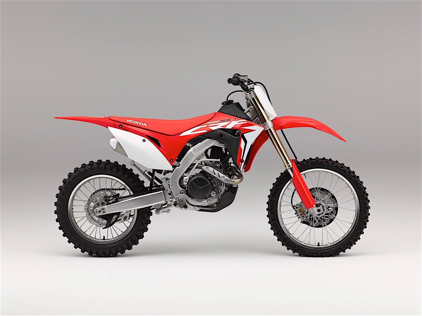 Pink Won T Stand For Criticism Of Carey Hart Riding A Dirt Bike With Their Son Autoevolution
