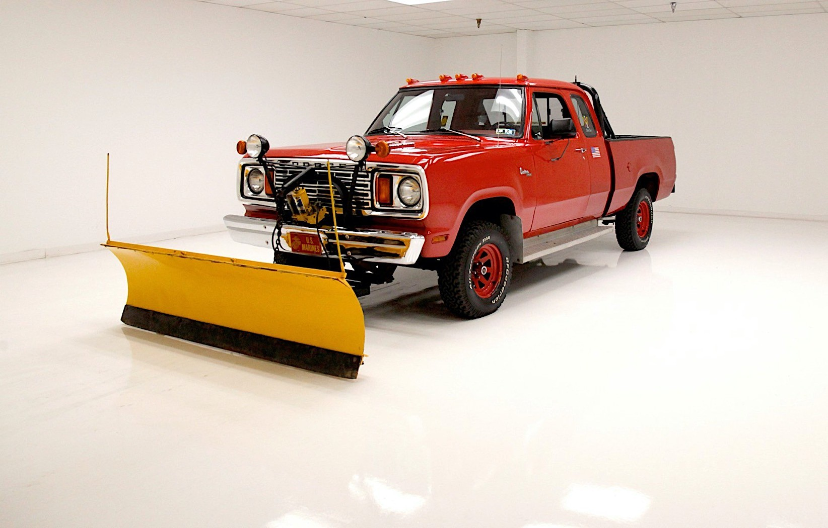 Plow Packing 1978 Dodge Power Wagon Is How Pickups Should Look In The Winter Autoevolution
