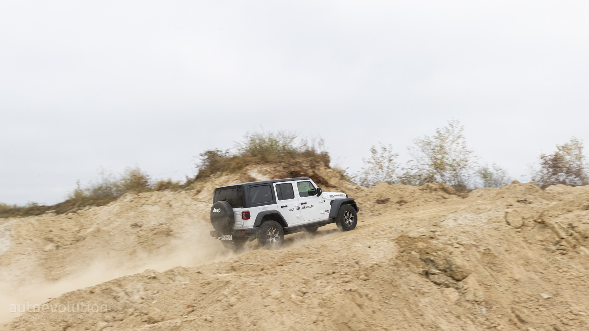 "plugin hybrid 2021 jeep wrangler ""4xe"" going on sale"