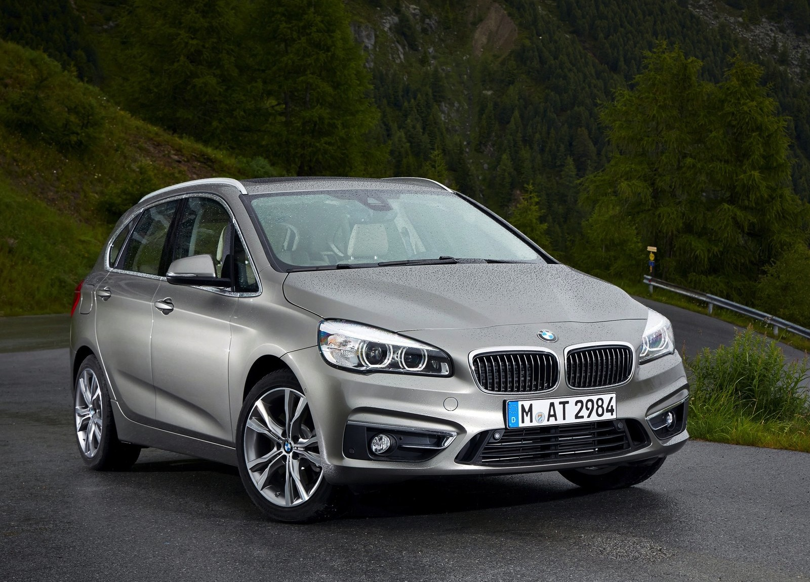 plug in hybrid bmw 2 series active tourer to be unveiled in 2015 autoevolution. Black Bedroom Furniture Sets. Home Design Ideas