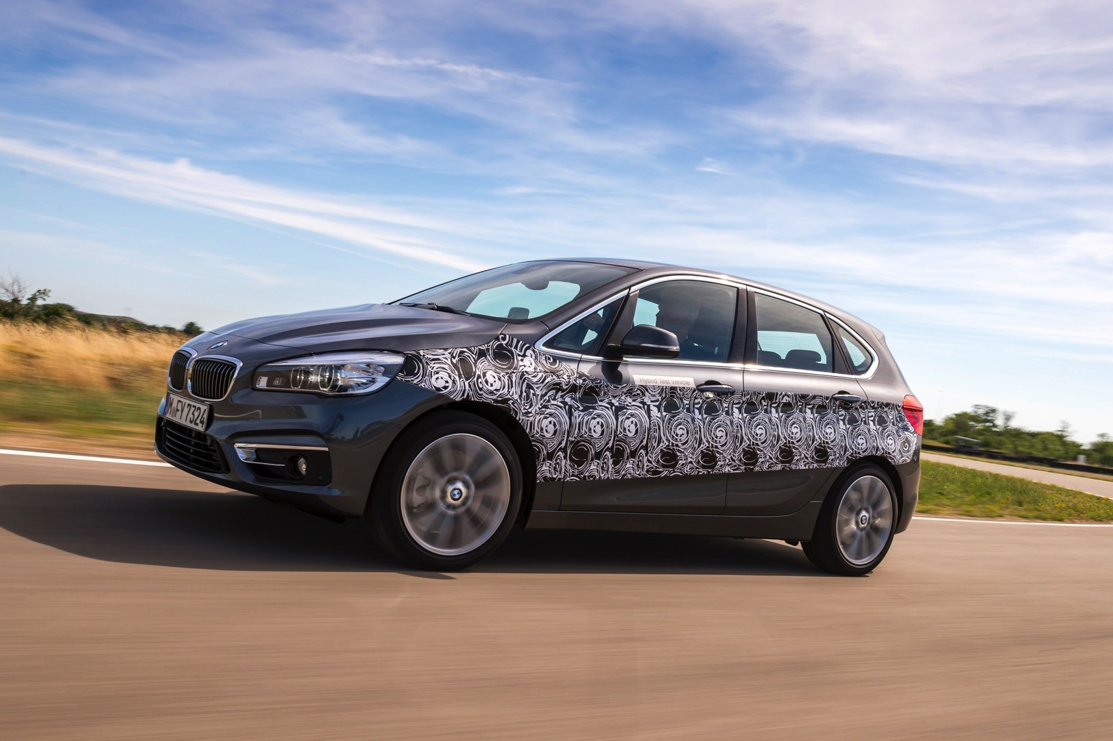 plug in hybrid bmw 2 series active tourer will use a layout similar to the i8 autoevolution. Black Bedroom Furniture Sets. Home Design Ideas
