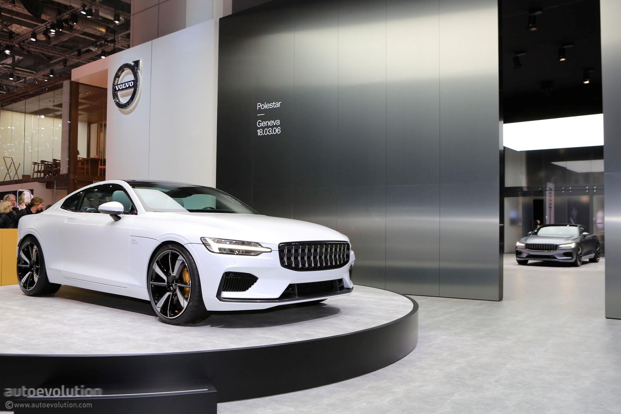 Polestar 1 Goes Live At The 2018 Geneva Motor Show Wearing Matte Gray Paint - autoevolution