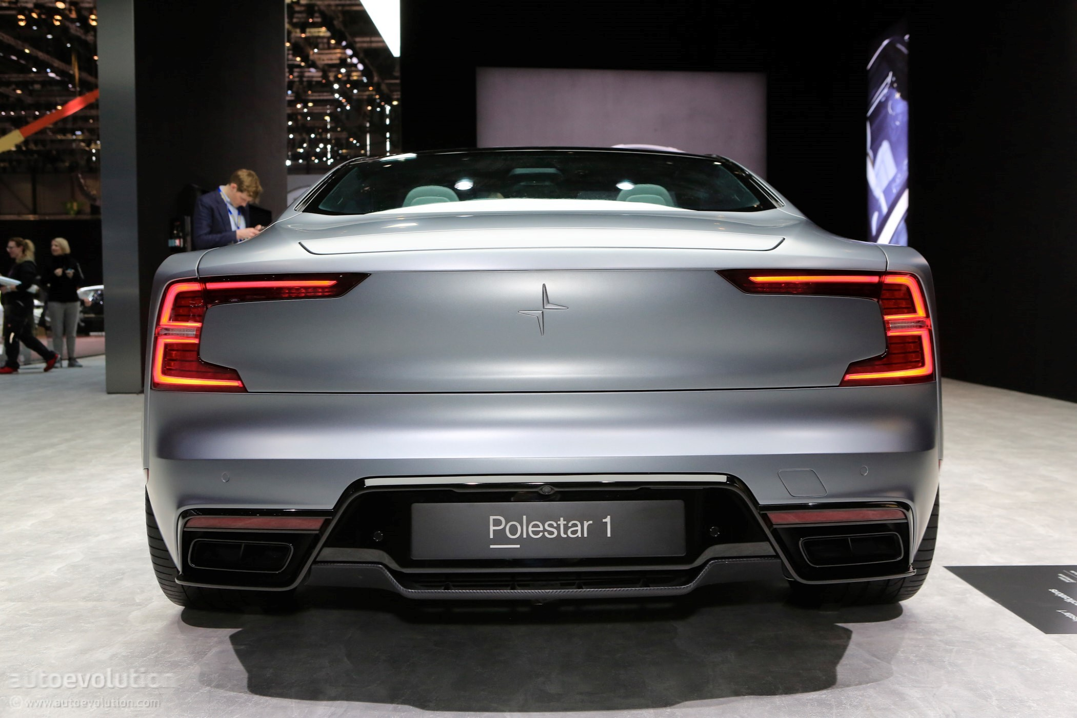polestar 1 goes live at the 2018 geneva motor show wearing matte gray paint autoevolution. Black Bedroom Furniture Sets. Home Design Ideas