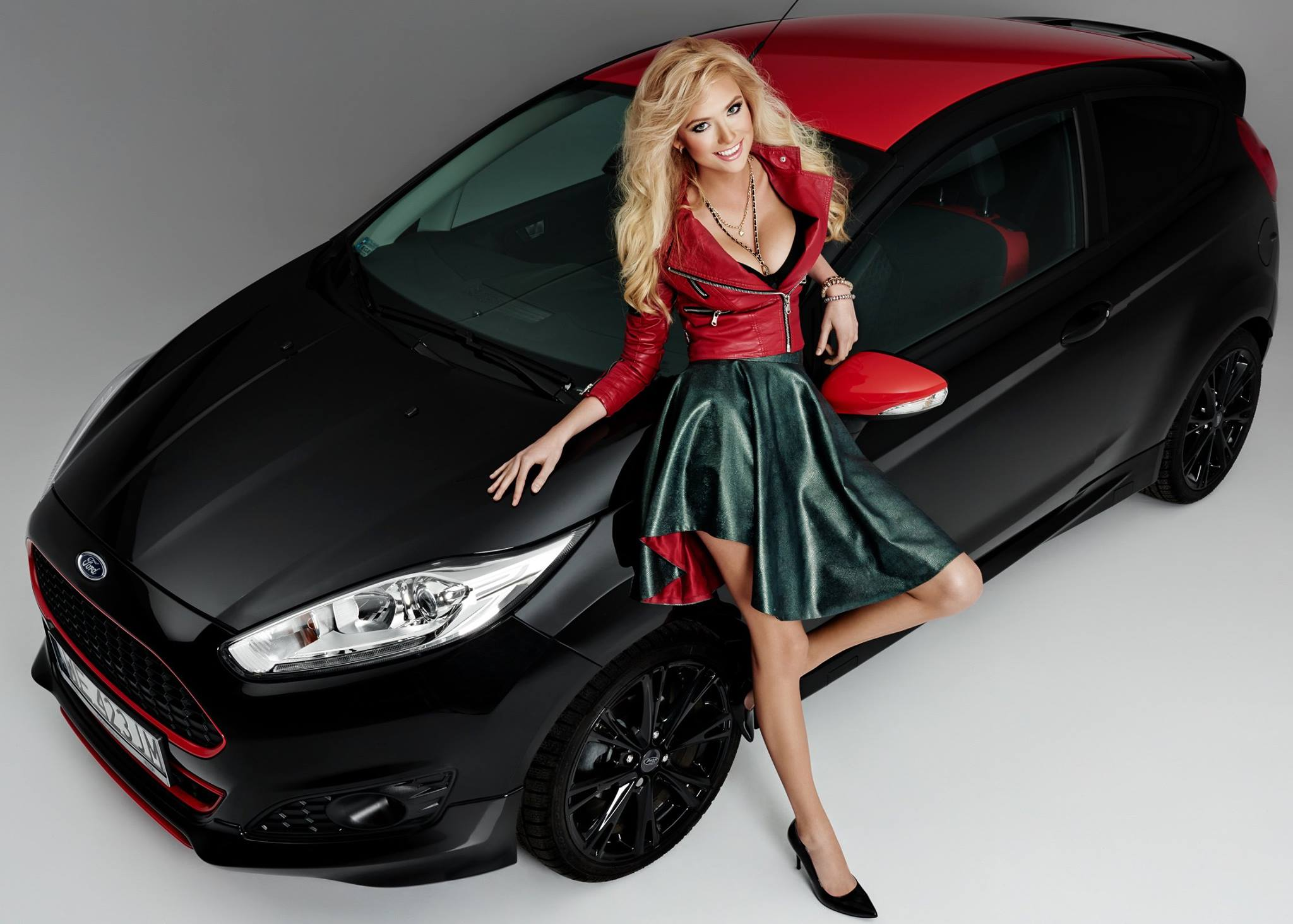 polish blonde model agata makes a ford fiesta black. Black Bedroom Furniture Sets. Home Design Ideas