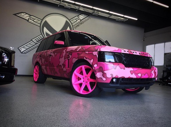 Range Rover Austin >> Pop Singer Austin Mahone Turns His Range Rover Pink For A Good Cause
