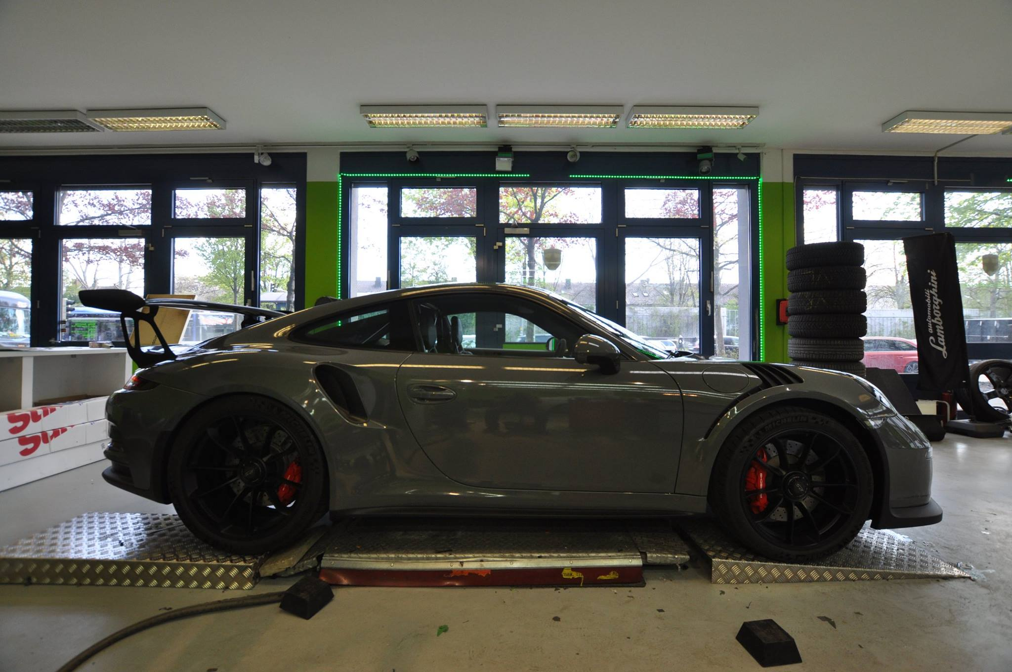 Stone cold grey porsche 911 gt3 rs wrap for the slightly understated look autoevolution