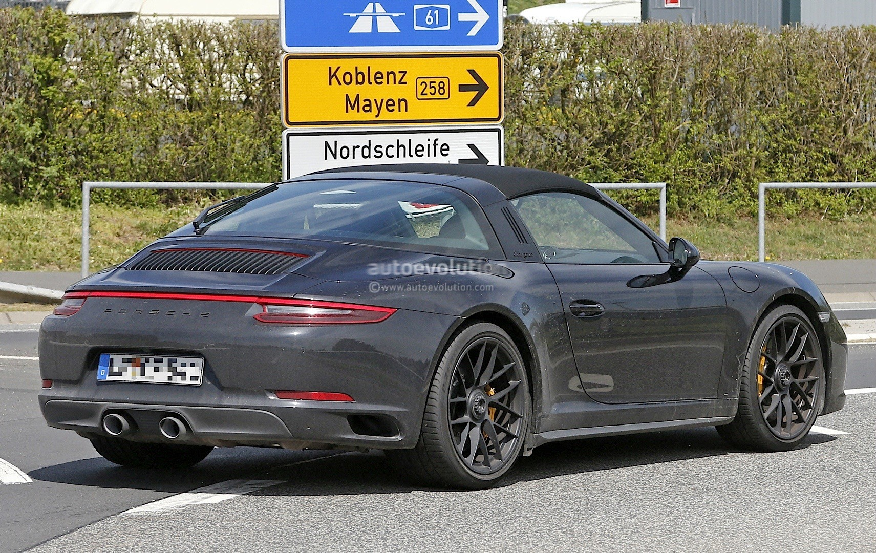 2017 porsche 911 targa gts 991 2 spied near the nurburgring autoevolution. Black Bedroom Furniture Sets. Home Design Ideas