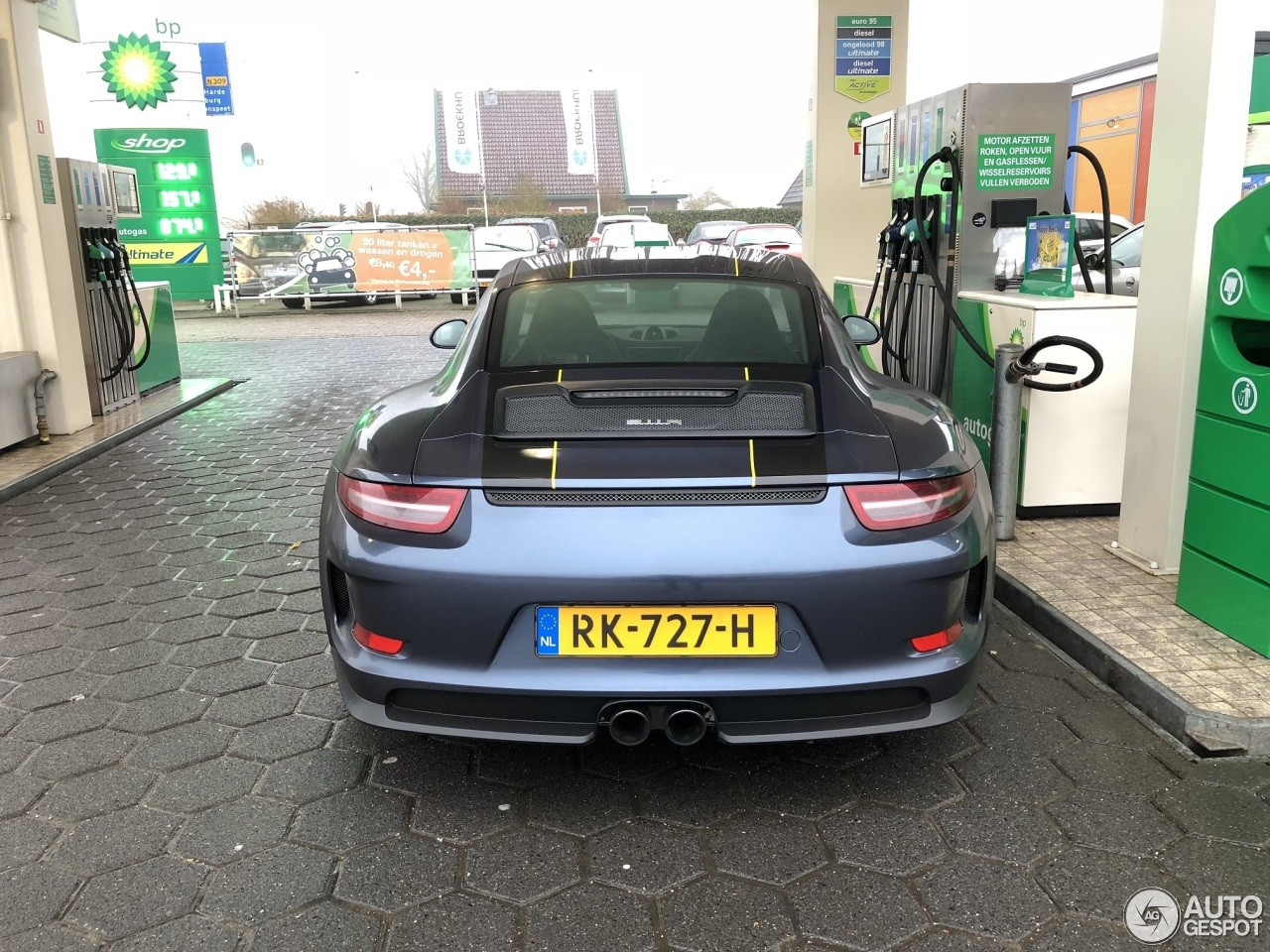 911R For Sale >> 2017 Porsche 911r For Sale At 420 000 In Germany Seems Like A
