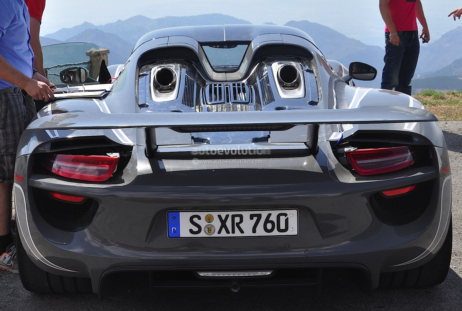 Porsche 918 Spyder Interior Revealed In Latest Spyshots