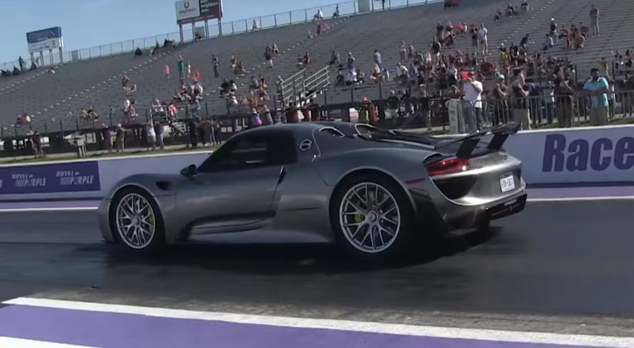 porsche 918 spyder vs chevrolet corvette z06 drag race is a big surprise autoevolution. Black Bedroom Furniture Sets. Home Design Ideas
