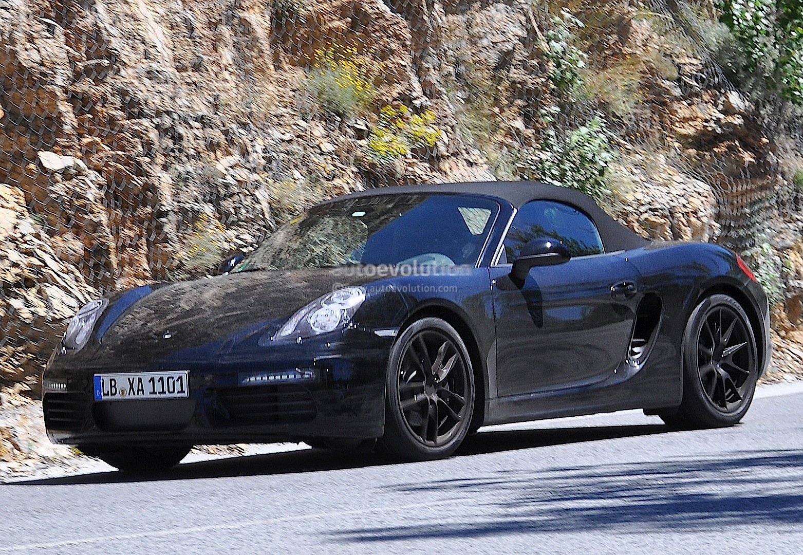2016 - [Porsche] 718 Boxster & 718 Cayman [982] Porsche-boxster-facelift-prototype-spied-turbo-flat-four-engines-coming_2