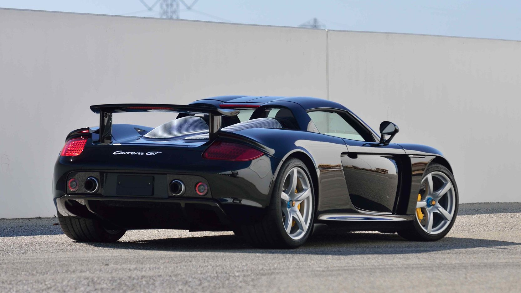 porsche carrera gt looks abandoned in canada autoevolution. Black Bedroom Furniture Sets. Home Design Ideas