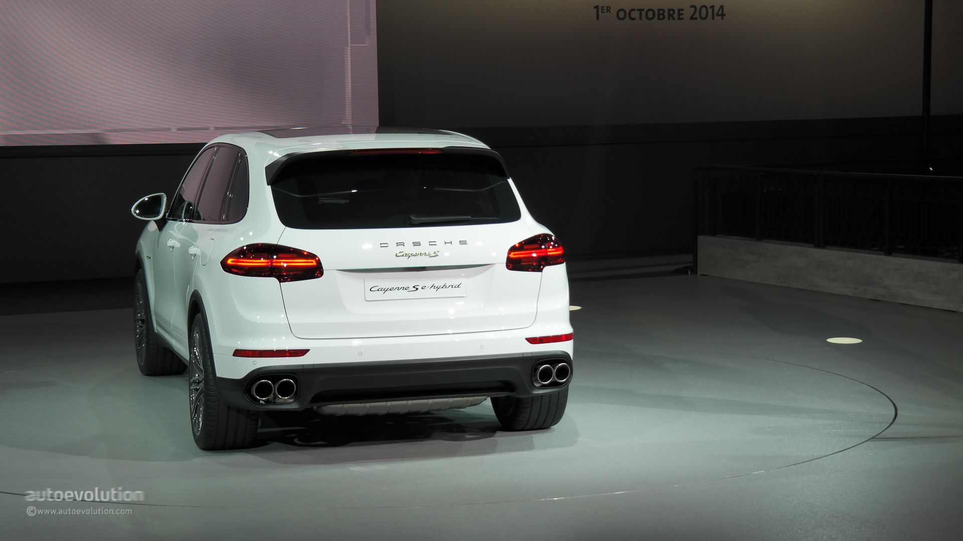 Led Lights For Cars >> Porsche Cayenne Facelift (2015): New Look and Engines for ...