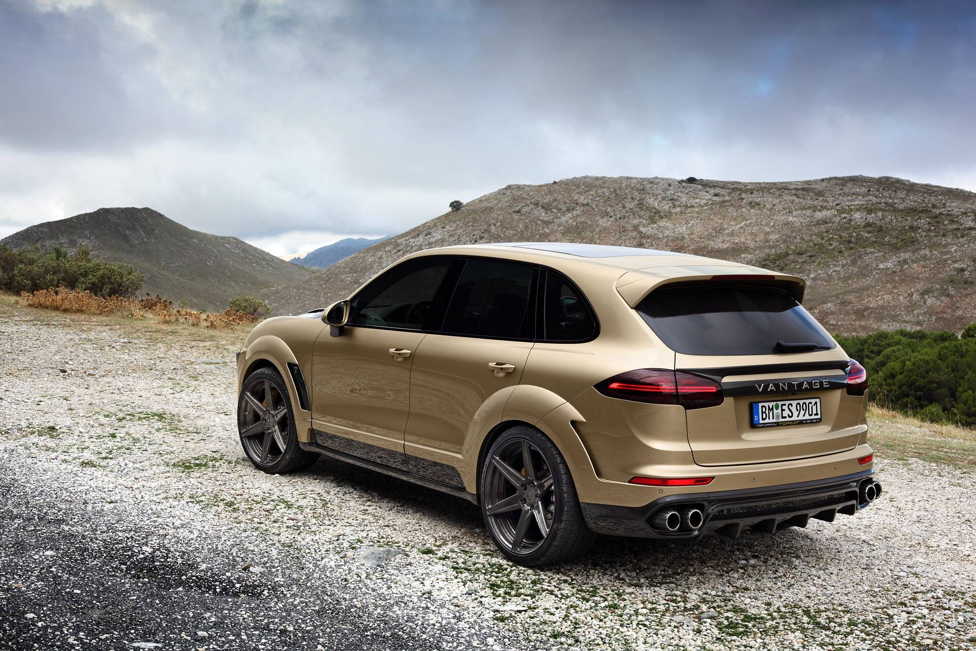 Porsche Cayenne Turbo Gets Topcar Vantage Treatment In Gold Autoevolution