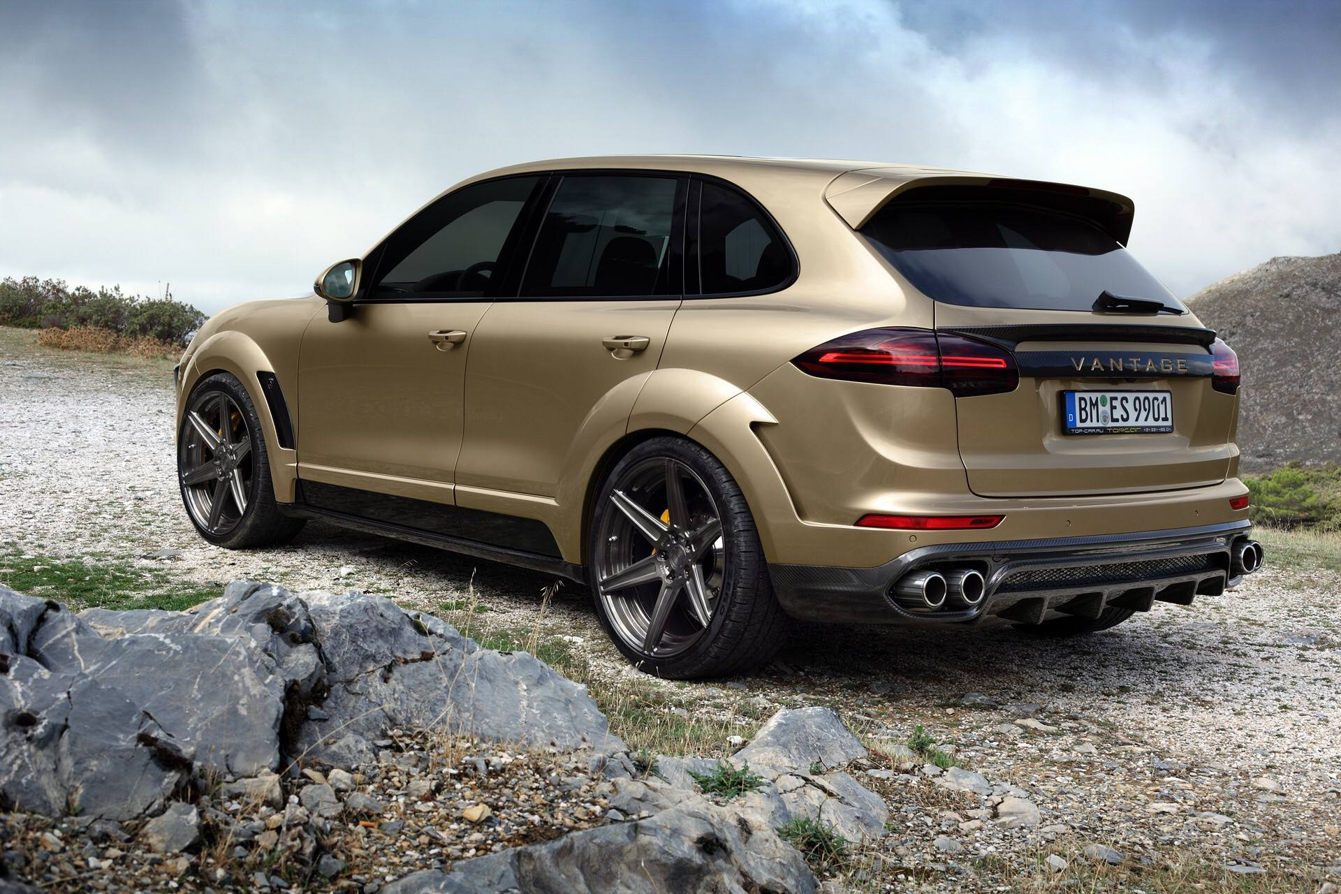 porsche cayenne turbo gets topcar vantage treatment in gold autoevolution. Black Bedroom Furniture Sets. Home Design Ideas