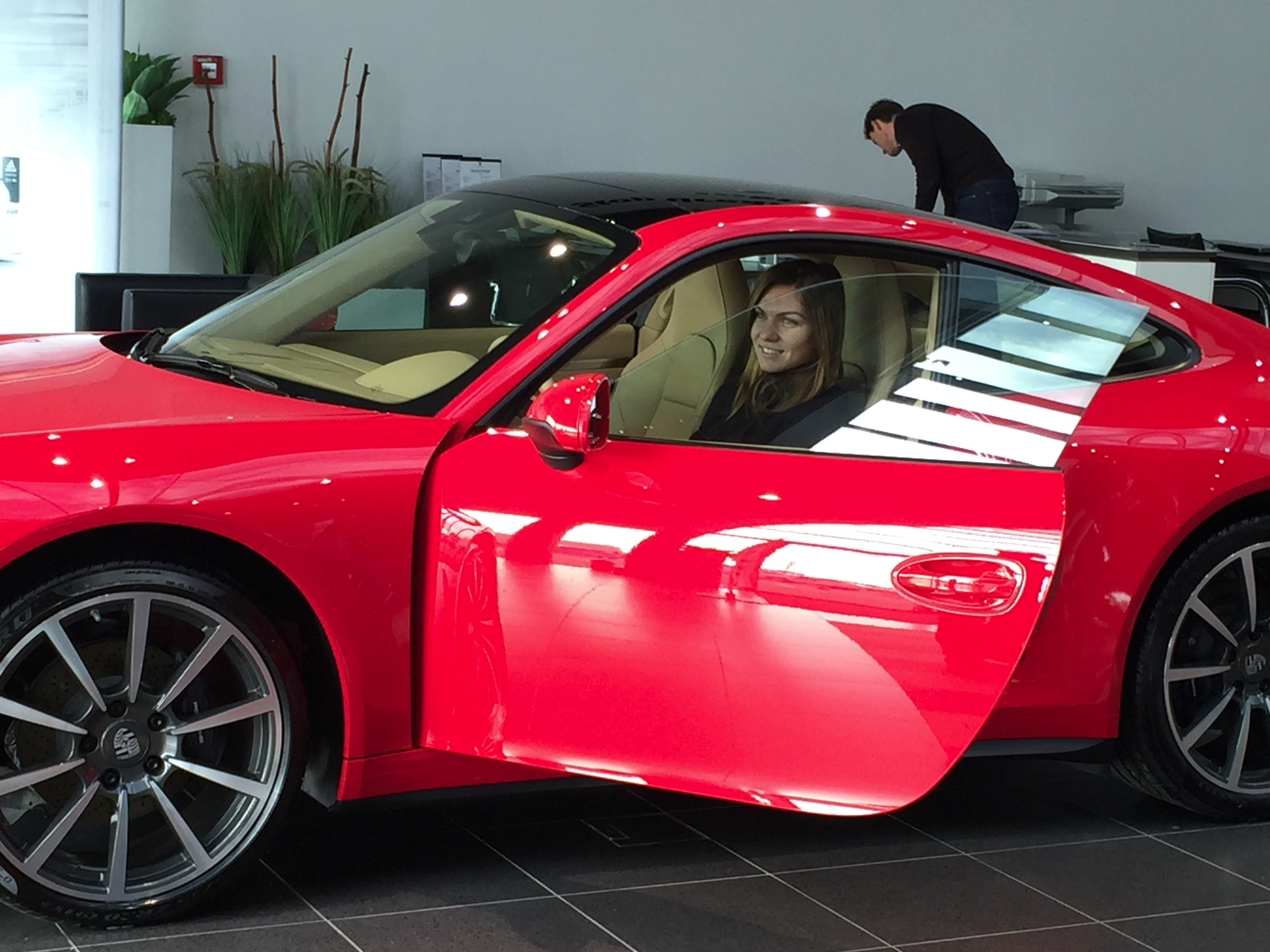 Porsche Gives Simona Halep A Red 911 Carrera 4 Autoevolution