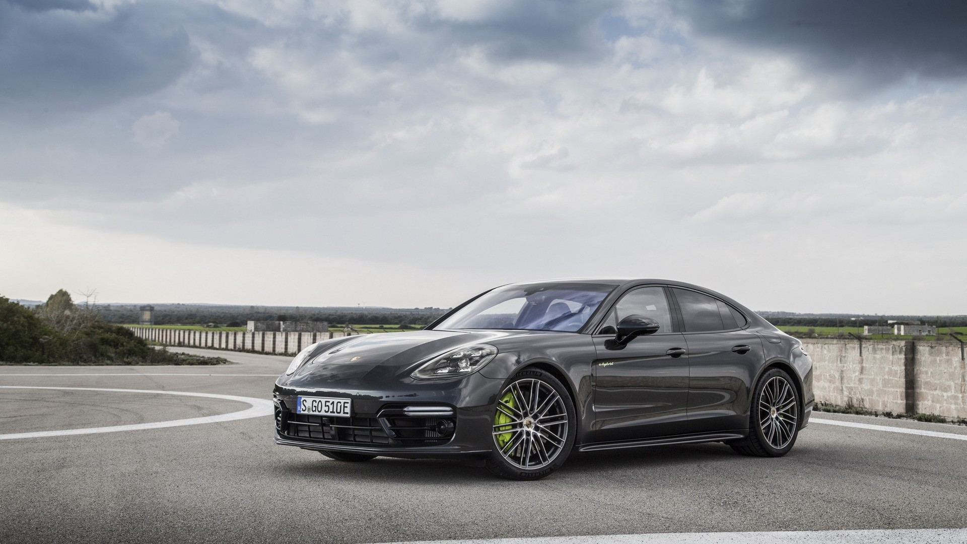 porsche introduces new flagship the panamera turbo s e hybrid autoevolution. Black Bedroom Furniture Sets. Home Design Ideas