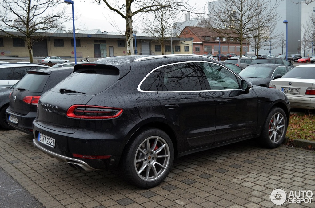 porsche macan turbo spotted in suburban stuttgart autoevolution. Black Bedroom Furniture Sets. Home Design Ideas