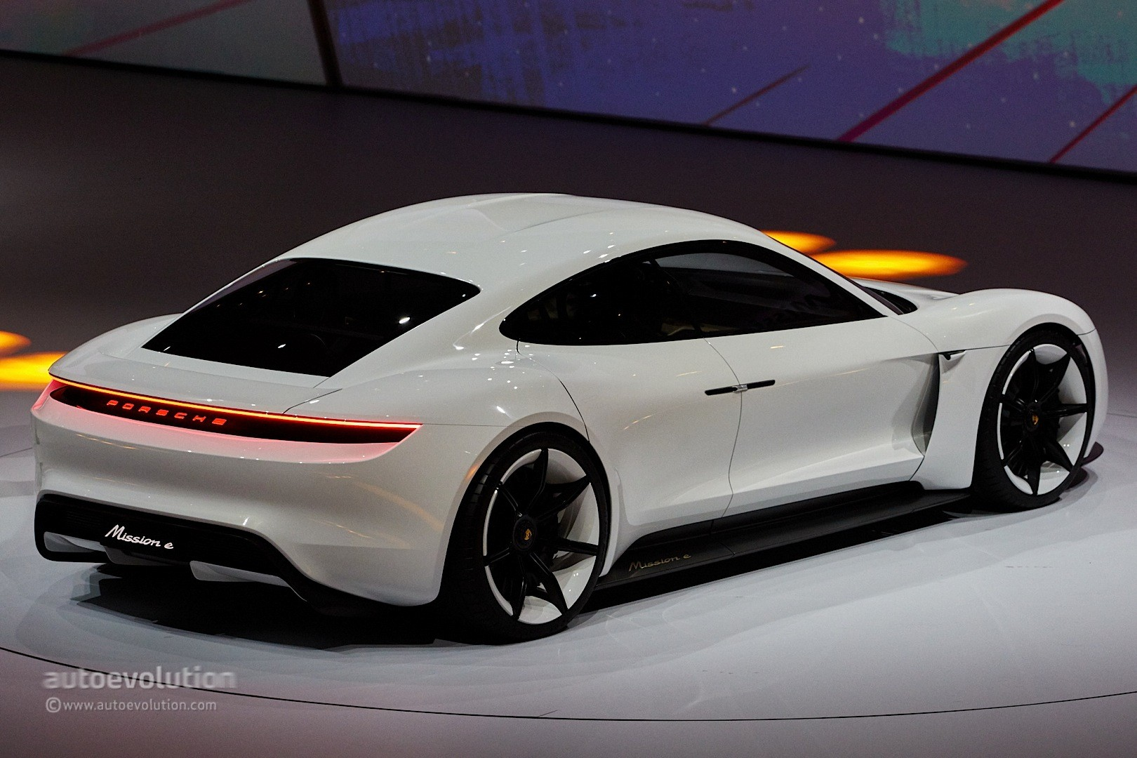 porsche mission e gets production green light coming by 2020 autoevolution. Black Bedroom Furniture Sets. Home Design Ideas