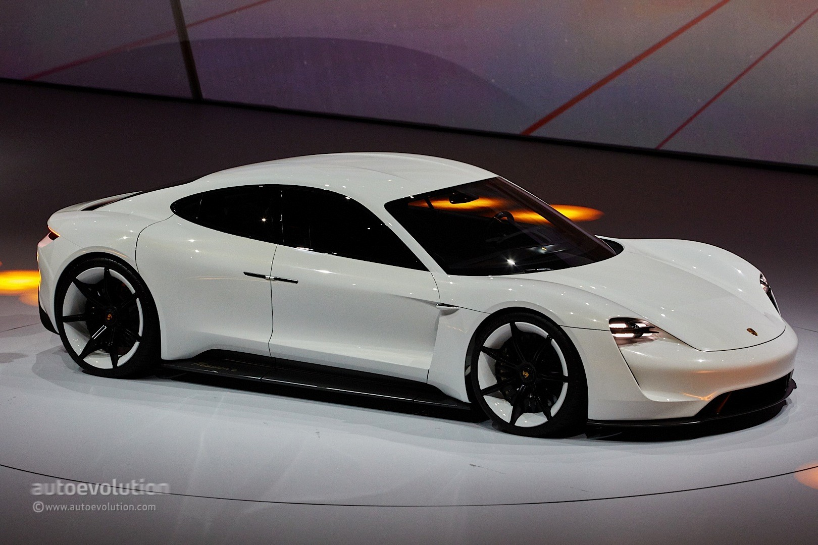 Porsche mission e gets production green light coming by 2020 autoevolution
