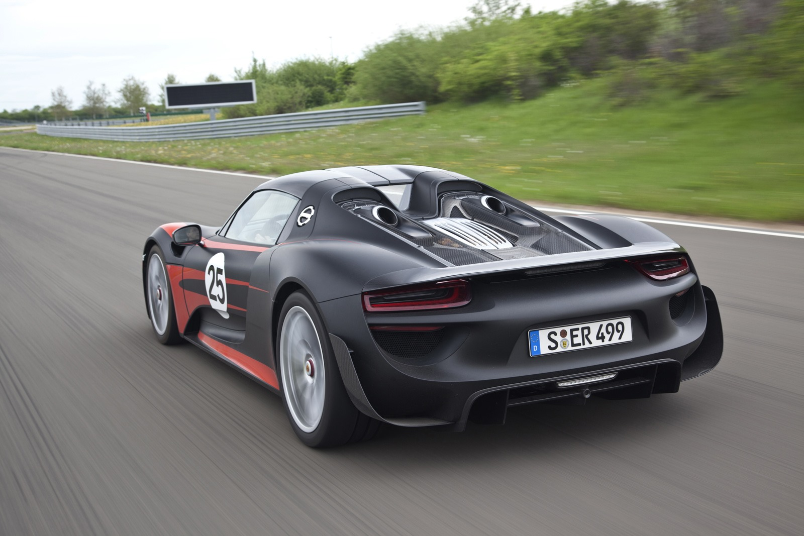porsche releases new 918 spyder technical details. Black Bedroom Furniture Sets. Home Design Ideas