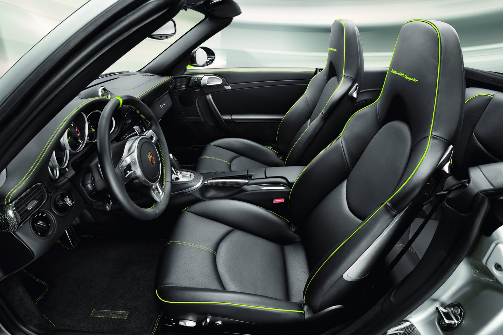 Porsche reveals 911 turbo s 39 edition 918 spyder for Porsche 918 interieur