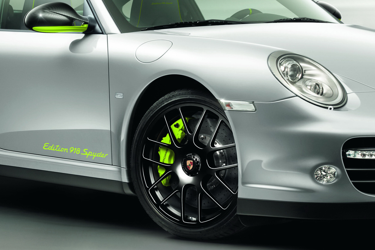 Porsche Reveals 911 Turbo S Edition 918 Spyder
