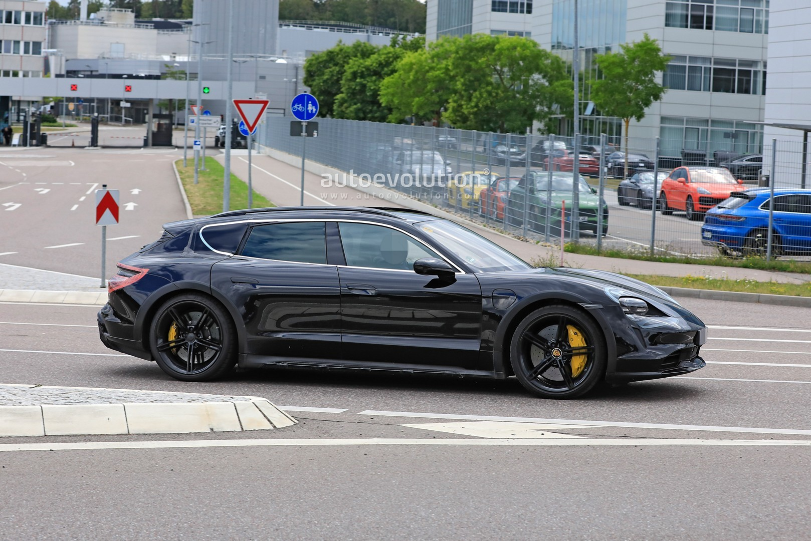 Porsche Taycan Cross Turismo Ev Shooting Brake Is Strange Yet Beautiful Autoevolution
