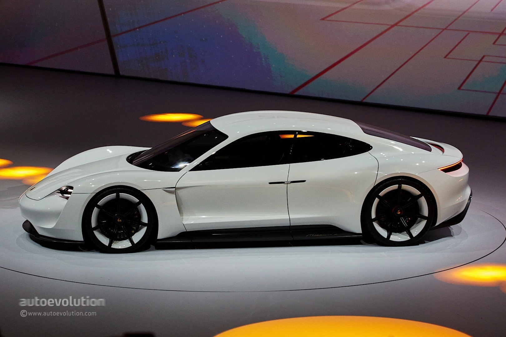 porsche wants its mission e production model to mop the floor with any tesla autoevolution. Black Bedroom Furniture Sets. Home Design Ideas