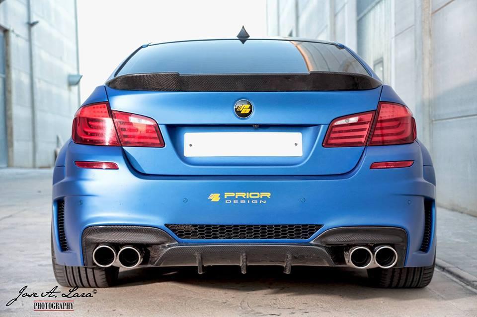 Frozen Blue Bmw M5 With Prior Design S Widebody Kit Attracts The Ladies Autoevolution