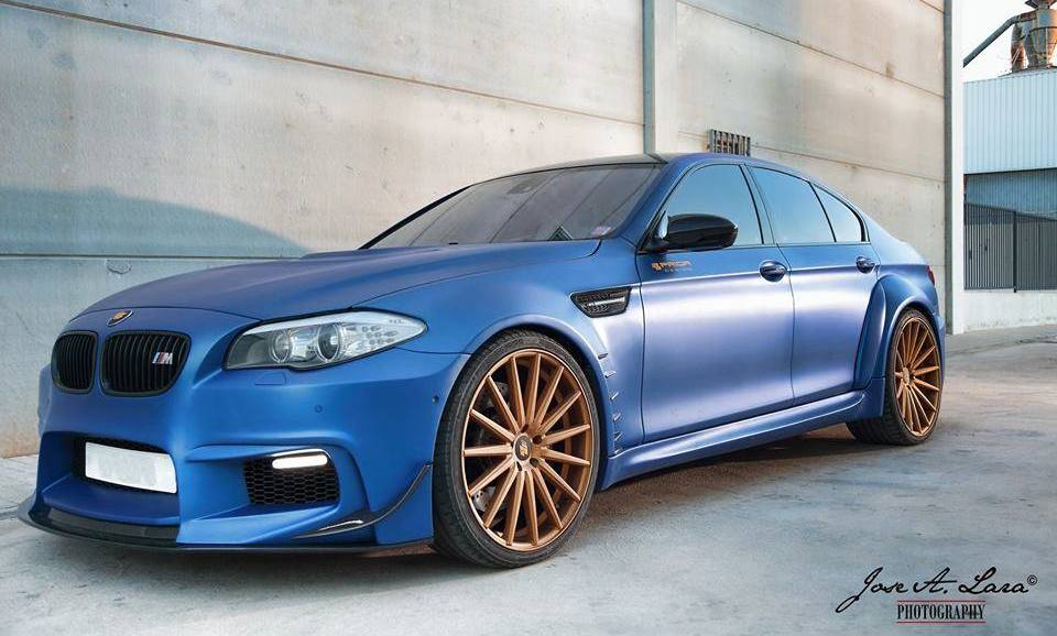 Frozen Blue Bmw M5 With Prior Design S Widebody Kit Attracts The Ladies Autoevolution