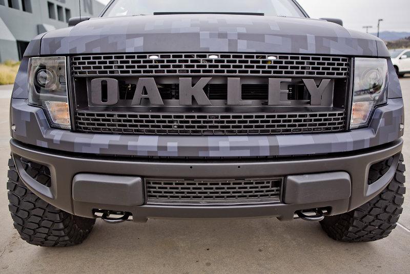 Pro golfer bubba watson gets bulletproof custom oakley ford raptor autoevolution