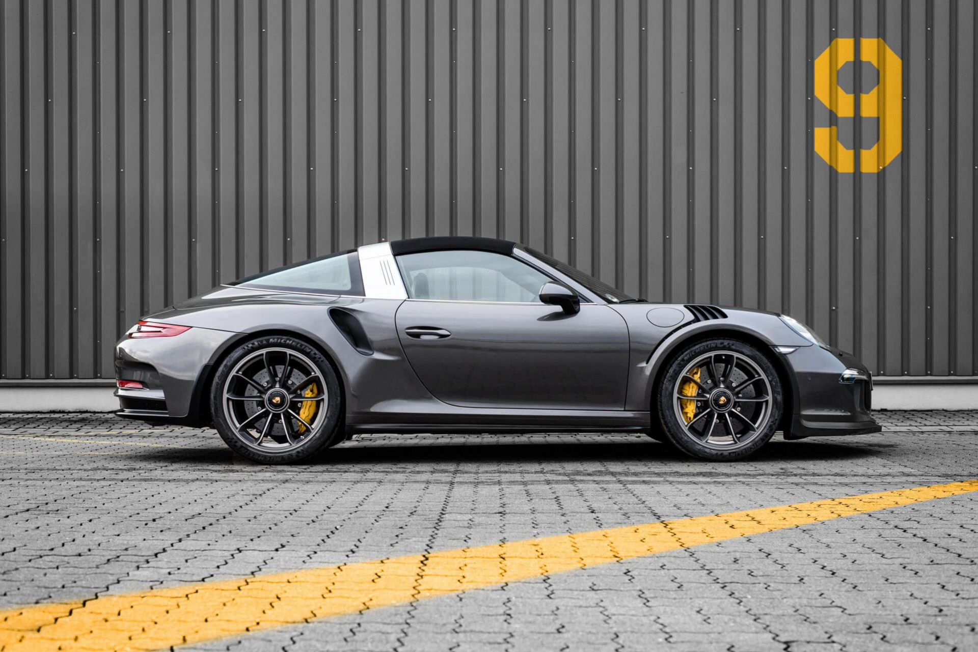 991 2 porsche 911 targa 4 gts gets the 991 1 gt3 rs treatment from mcchip dkr autoevolution. Black Bedroom Furniture Sets. Home Design Ideas